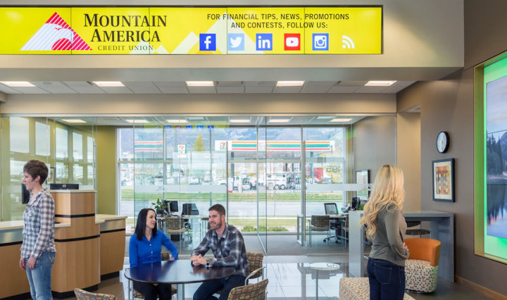Modern bank design uses welcoming, open concept layouts and intelligent display solutions to drive experience and objectives.
