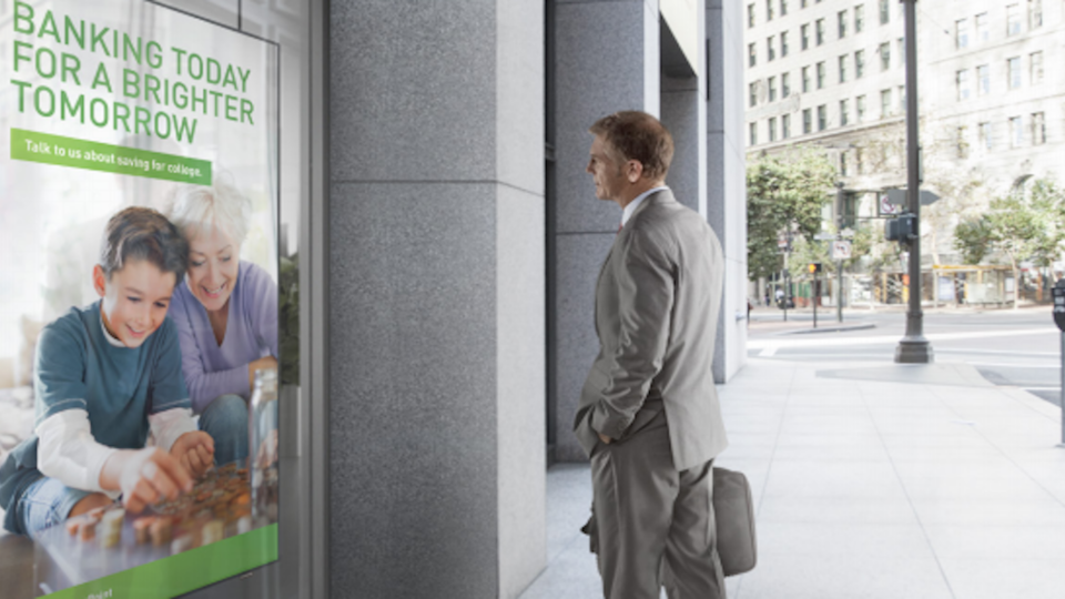 New high-brightness digital signage technology makes it possible for businesses to enhance their overall customer traffic levels.